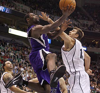 Tyreke Evans' frequent drives to the hoop result in baskets or trips to the foul line. (AP)