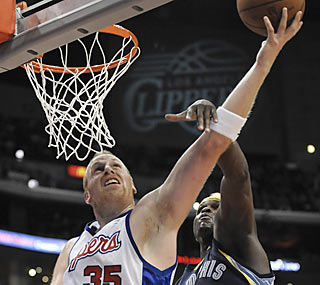 Chris Kaman gives the Clippers a major lift as he adds 26 points and nine boards in the winning effort.  (AP)