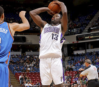 Rookie Tyreke Evans continues his hot start with 20 points, eight boards and eight assists. (Getty Images)