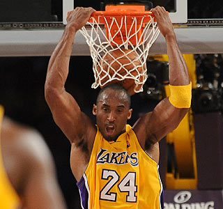 Kobe Bryant scores 29 points as the Lakers move to 7-1 on the season.   (Getty Images)