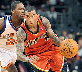 Monta Ellis is one of three Warriors to net 22 points as Golden State drops the Knicks to 1-9.  (AP)