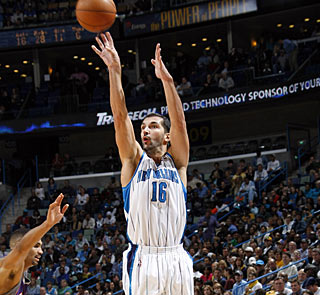 Peja Stojakovic hits seven from long range for 25 points and also gathers 13 boards. (Getty Images)