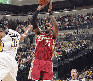 LeBron James picks up the slack for Shaq, reaching 40 points for the first time this season. (Getty Images)