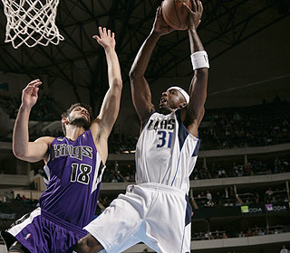 Jason Terry is quite the spark off the bench. His 20 points lead the Mavericks' reserves. (Getty Images)