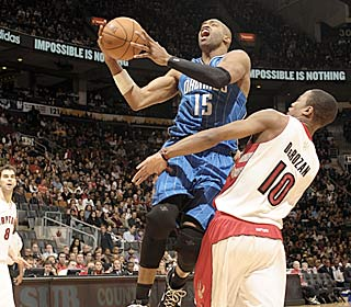 Vince Carter heats up in the second half, hitting 7 of 13 attempts from the field.  (Getty Images)