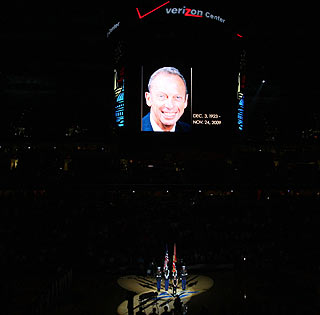 Abe Pollin, who dies hours before the Wizards' victory over the 76ers, is honored before the game.