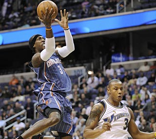 Gerald Wallace has 14 points and 14 rebounds for the Bobcats, who've won four straight games.  (AP)