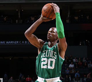 Ray Allen finally finds his 3-point shooting groove, hitting 5 of 6 while scoring 27 points.  (AP)