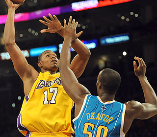 Andrew Bynum continues his nice start to the season, hitting 9 of 10 shots for 21 points. (Getty Images)