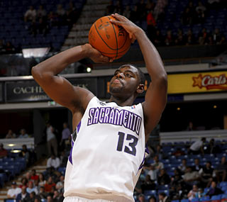 Tyreke Evans scores a team-high 26 points and also provides five rebounds and six assists.  (Getty Images)