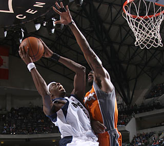 Josh Howard scores 18 of his 20 points in the second half in his first action since Nov. 11.  (Getty Images)