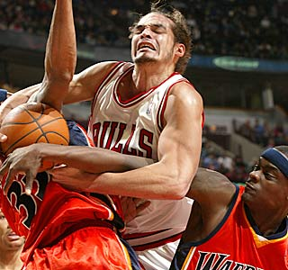 Joakim Noah battles all game, getting 18 points and 14 boards to end the Bulls' skid.   (Getty Images)