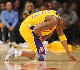 It's a scary moment in L.A. when Kobe Bryant suffers an avulsion fracture in his index finger. (Getty Images)