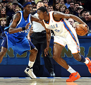Kevin Durant scores nine points in his new shoes during a loss to Josh Howard and the Mavs.  (Getty Images)