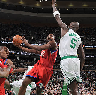 It's a good night for Elton Brand, who scores 23 points in 27 minutes off the bench.  (Getty Images)