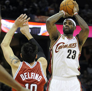 LeBron James, who scores 26 and adds 10 boards and eight assists, spots up for a jumper.  (US Presswire)