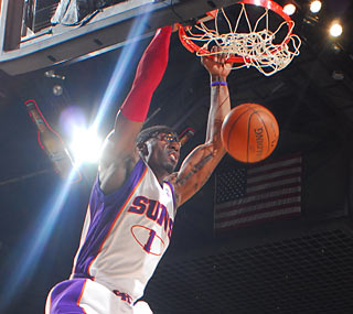 Amar'e Stoudemire (26 points) helps the Suns to their most lopsided victory of the season.  (Getty Images)