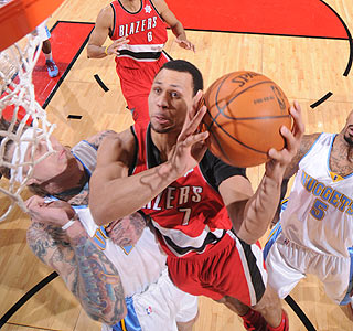 Brandon Roy scores 25 points in the first half for Portland, winner of four straight.  (Getty Images)