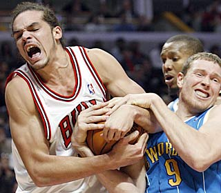 Joakim Noah puts his effort on display, battling with Darius Songaila for one of his 18 boards.  (AP)