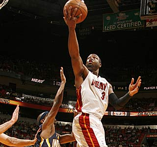 Dwyane Wade nets 25 in 28 minutes to help the Heat improve to 5-1 in their past six.  (Getty Images)