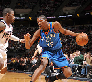 Good things happen when the ball goes to Kevin Durant, who scores 40 points.  (Getty Images)