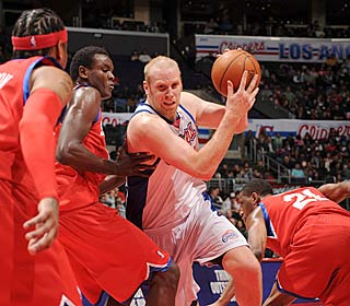 Chris Kaman finds room in the 76ers defense, scoring 26 points and pulling down 10 boards.  (Getty Images)