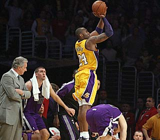 Kobe Bryant makes the Kings his latest victim, capping his 39-point game with this buzzer-beating 3.  (AP)