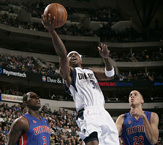 Jason Terry and the Mavs send the Pistons to their first 10-game skid since the '93-94 season.  (Getty Images)