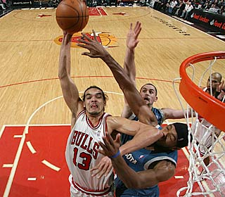 'He knows what it takes to win,' Kirk Hinrich says of Joakim Noah, who scores 20 points.  (Getty Images)