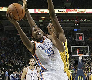 Kevin Durant puts up 40 points to top the 30-point mark for the 18th time this season.  (AP)