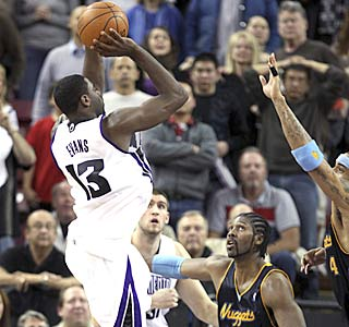Tyreke Evans caps his 27-point performance with a tiebreaking jumper with 0.7 seconds left.  (AP)