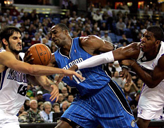 The Kings can't stop Dwight Howard, who produces 30 points, 16 boards and five assists.  (Getty Images)