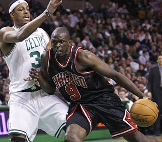 'We try to keep the tempo up,' Luol Deng says after scoring a game-high 25 points.  (Getty Images)