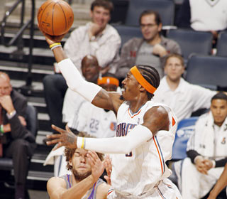 Gerald Wallace takes advantage of the Suns defense, going for 29 points and 13 boards.  (Getty Images)