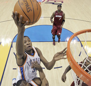 Kevin Durant shoots a career-high 77 percent from the field to help the Thunder roll.  (AP)