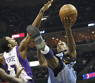 Rudy Gay attacks the rim during his 31-point outing as the Grizzlies finish a perfect homestand.  (AP)