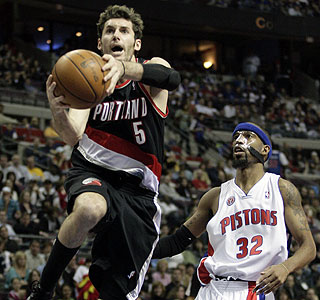 Rudy Fernandez scores 19 points and hits all 10 of his free throws for the visiting Blazers. (AP)