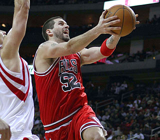 Brad Miller and the Bulls are on a roll. He hits 9-of-14 shots for 25 points in 26 minutes. (US Presswire)