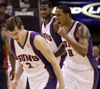 Goran Dragic (2) drops 18 of his career-high 20 points in the fourth quarter for Phoenix.  (AP)