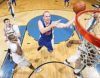 Chris Kaman's 20 points help the Clippers to their first road win since Dec. 19. (Getty Images)