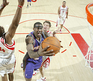 Amar'e Stoudemire nets a season-high 36 points as the Suns end a five-game road skid.  (Getty Images)