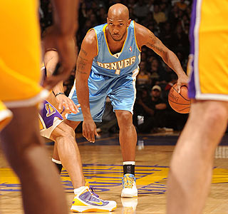 Chauncey Billups' hot hand helps the Nuggets end the Lakers' home winning streak.  (Getty Images)