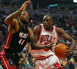 Luol Deng nets 25 points as the Bulls get back on the winning track against the Heat.  (US Presswire)