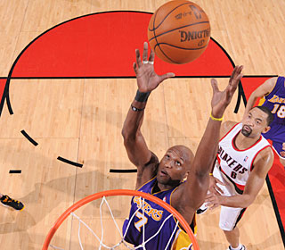 Lamar Odom grabs one of his 22 boards, matching his career high, as the Lakers pull away.  (Getty Images)