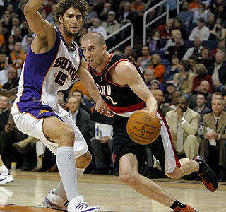 Steve Blake's Blazers shoot 71 percent in the first half for their first win in Phoenix since 2004. (AP)