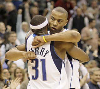 Jason Terry embraces new teammate Caron Butler, who helps end the Suns' 5-game road win streak. (AP)