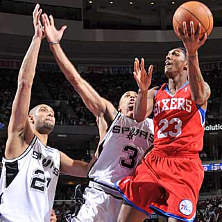Lou Williams scores 14 points in the fourth to seal a Philly win over San Antonio. (Getty Images)