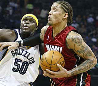 Michael Beasley nets a career-high 30 points to lead the Heat to a fifth straight win. (AP)