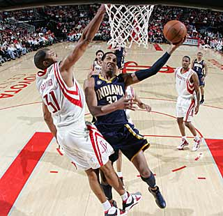 Danny Granger leads all scorers with 36, helping the Pacers end their losing skid. (Getty Images)