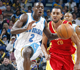 Darren Collison continues to fill in well for Chris Paul, getting 26 points and nine assists.  (Getty Images)